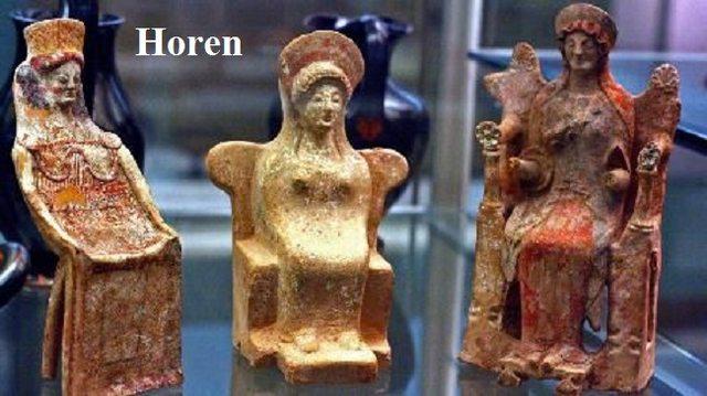 Horen: Überliefert werden zwei Generationen von Horen, Göttinnen der Jahreszeiten und Göttinnen vom geregelten Leben (Gerechtigkeit) Horen10