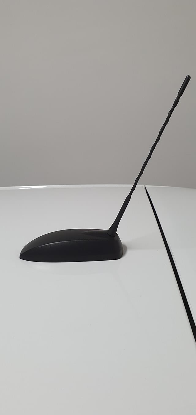 come smontare questa antenna? per passare a quella a forma di pinna Img_4210