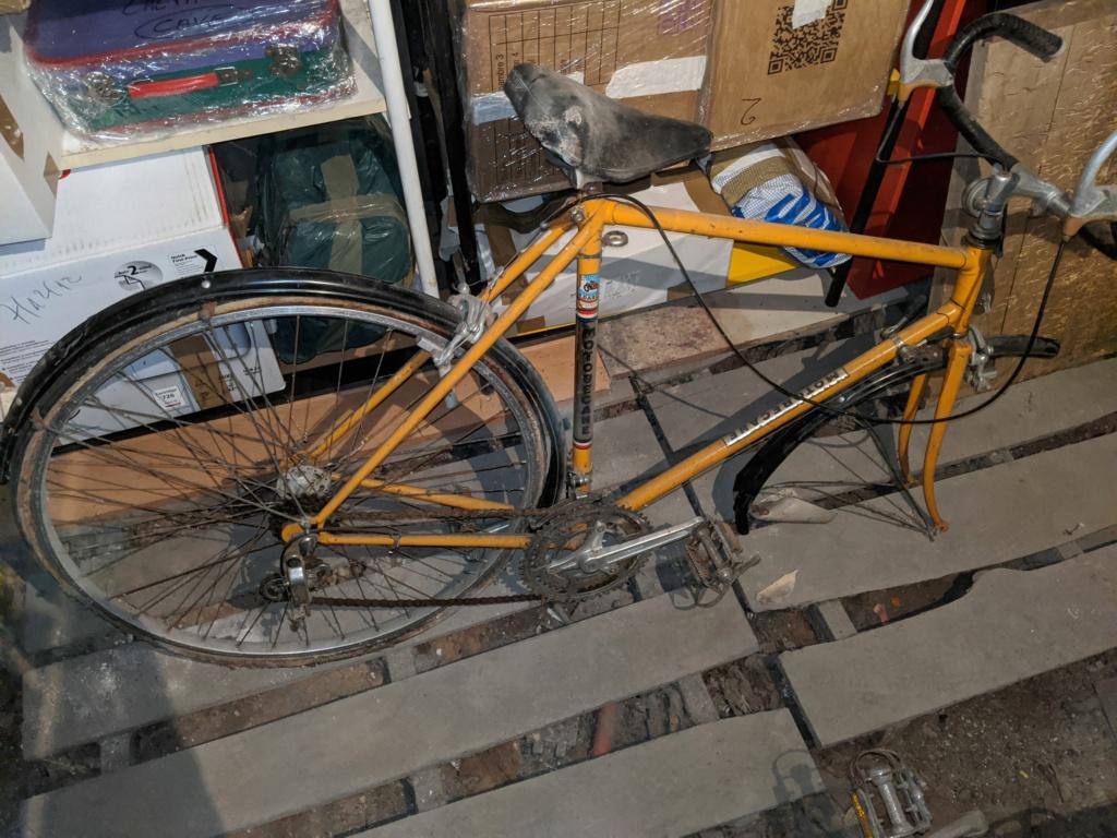 La cave à vélos du ferrailleur ! Img_2016