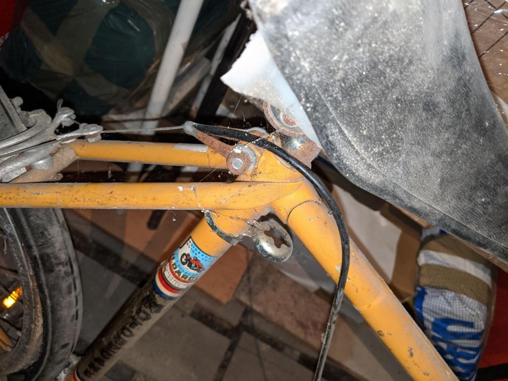 La cave à vélos du ferrailleur ! Img_2019