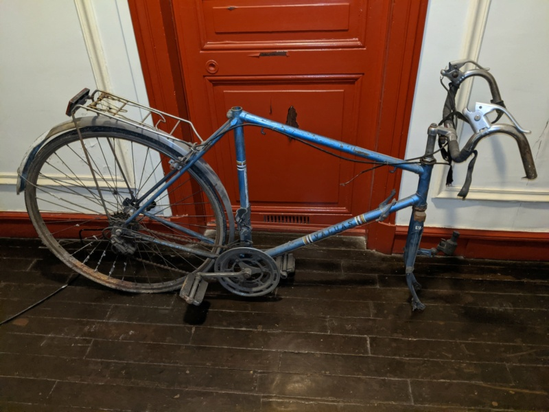 La cave à vélos du ferrailleur ! Img_2023
