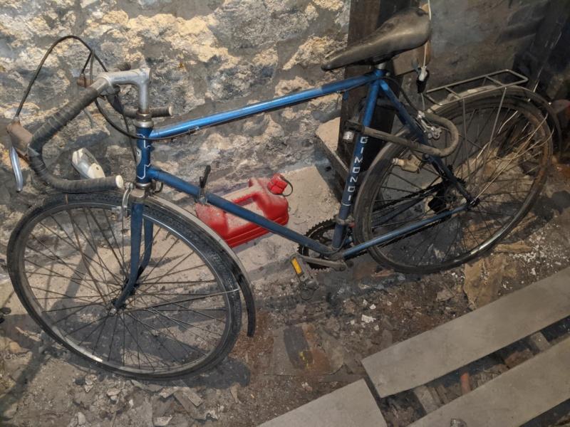 La cave à vélos du ferrailleur ! Img_2028