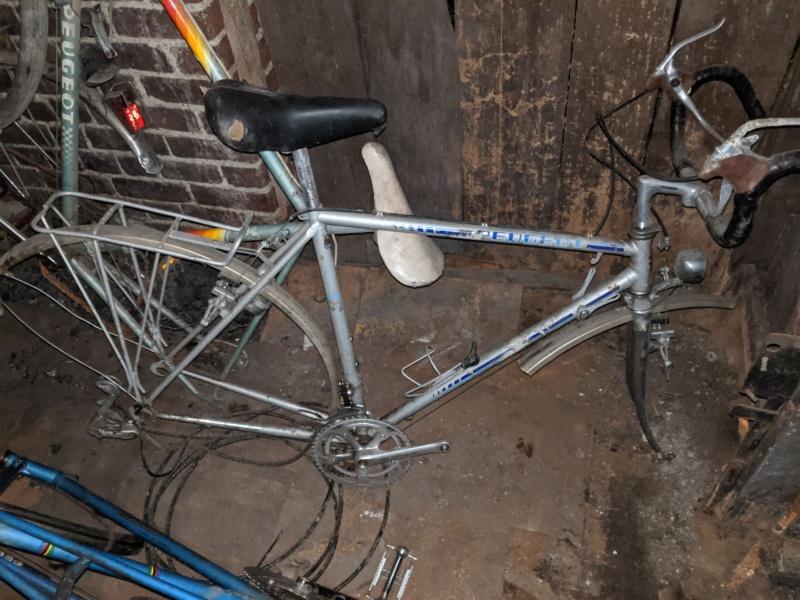 La cave à vélos du ferrailleur ! Img_2029