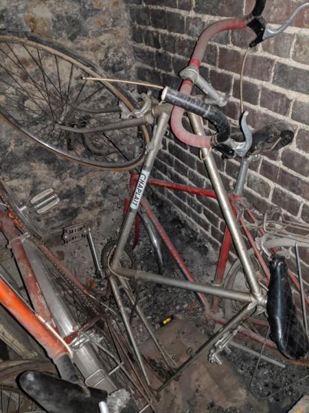 La cave à vélos du ferrailleur ! Img_2031