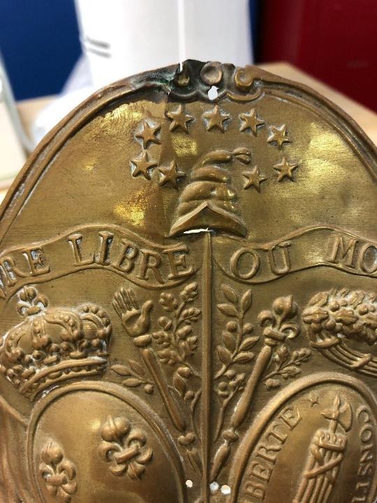 PLAQUE DE BONNET À POILS 1789-1792 Tzolzo29