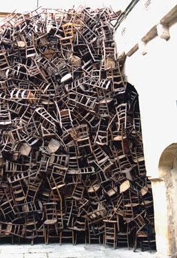 Le motif de la chaise dans l'art Metz-210