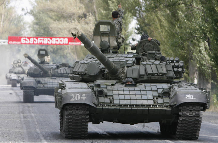 Chars T-72B/BK MArocains // Moroccan Army T-72B/BK Tanks - Page 4 12182710