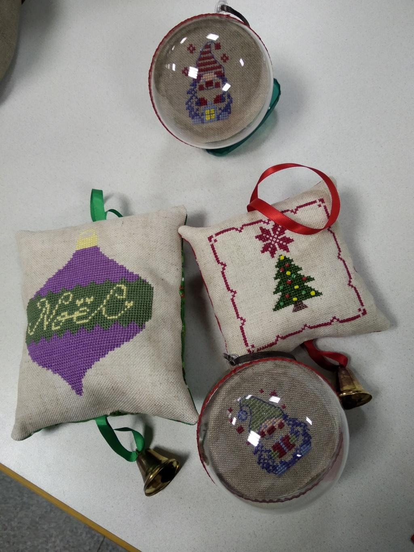 Quelques broderie de Noel de Falbananou  Img_2158