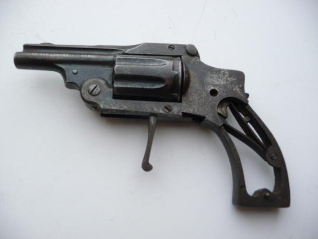 Petit revolver fabrication française?? P1180017