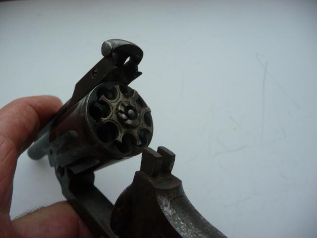 Petit revolver fabrication française?? P1180021