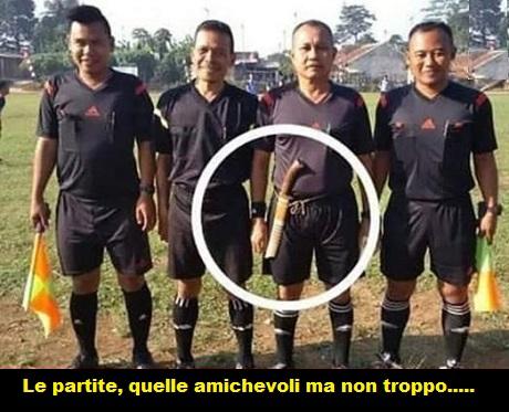STRANEZZE .........del calcio Arbitr10