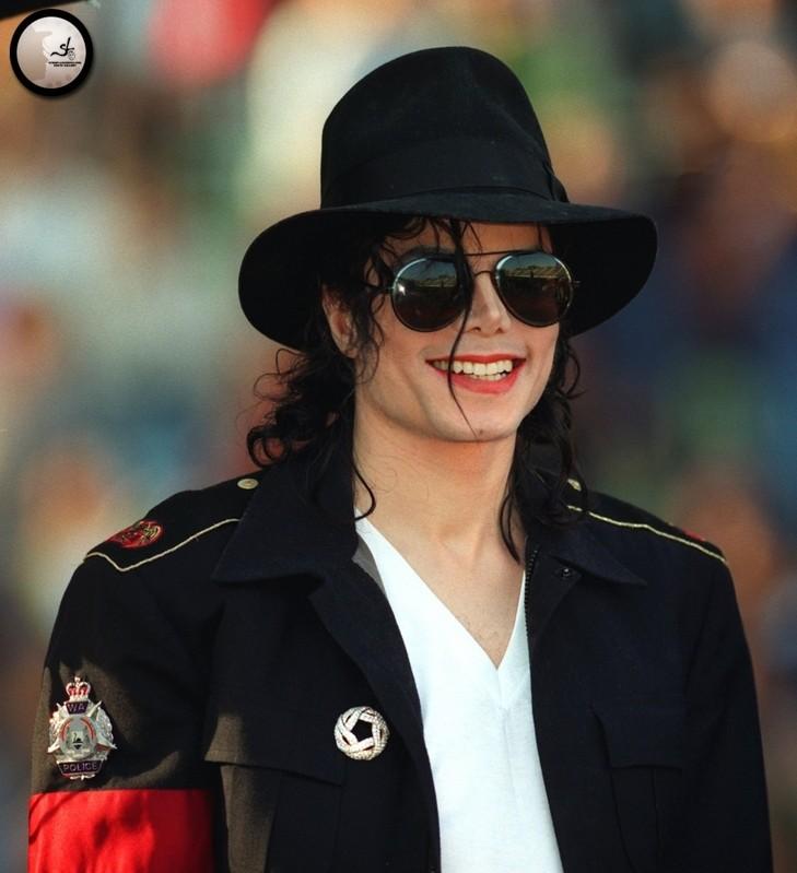 Il sorriso di Michael - Pagina 40 Rtyrty10