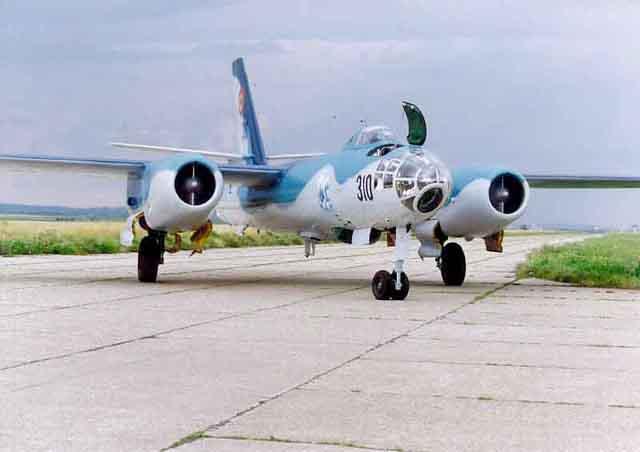 Hong H-5B/C/J in RoAF. H5taxi12