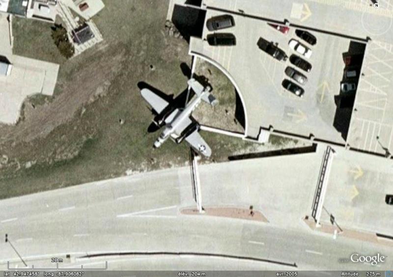 un b 25 mitchell pres de l'aeroport du wisconsin B-2510