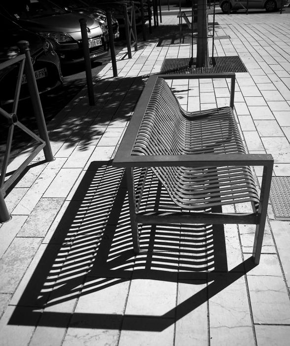 L'ombre du banc. D72_3922