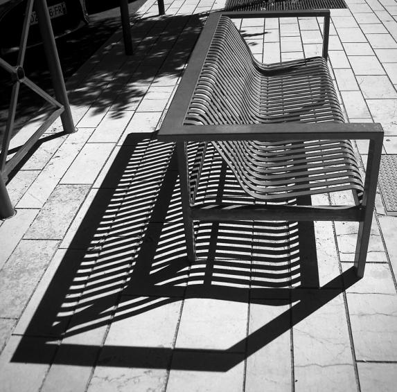 L'ombre du banc. D72_3923