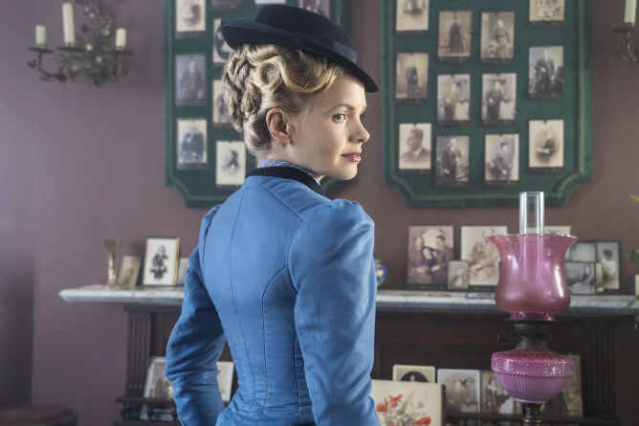 Miss Scarlet and the Duke, saison 1 - Page 2 Uktv_510
