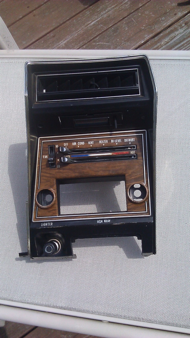 FOR SALE:  '73-'77 Cutlass Dash Radio Panel - NICE! 7376cu11
