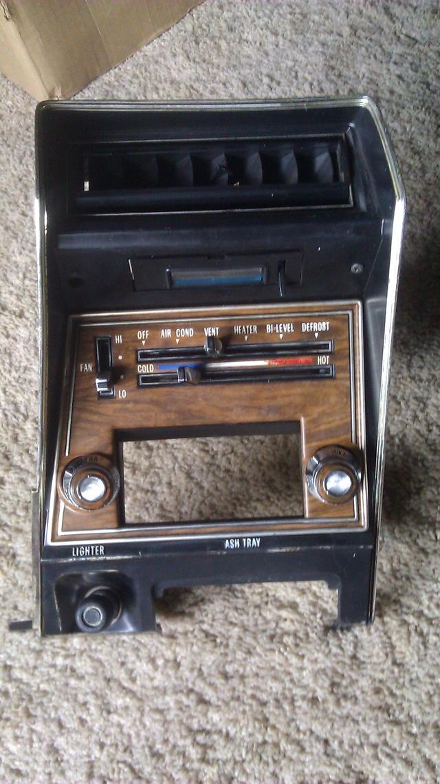 FOR SALE:  '73-'77 Cutlass Dash Radio Panel - NICE! 7376cu13