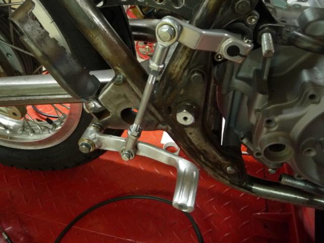 [RESOLU] Déplacer la pédale de frein arrière sur mon bobber+ commande reculée sélecteur tout le déroulé de la modiff....... P1290214