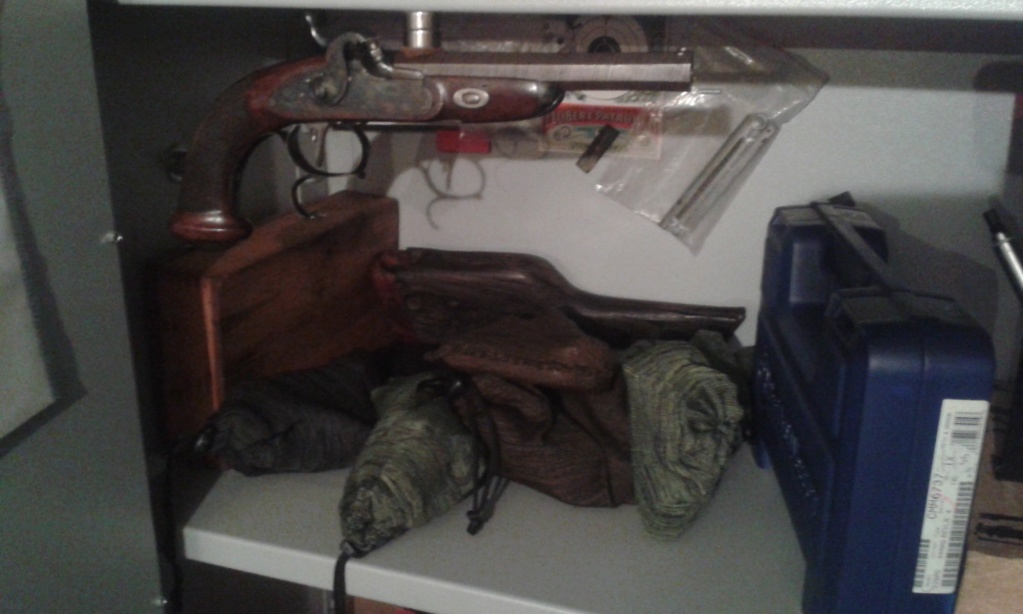 Vos étagères pour armes courtes 20200310