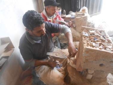 Des Artistes en nos « murs »:  Ahmed Lamghari & Mohamed Fariss  Maîtres artisans du zellige Dscn1012