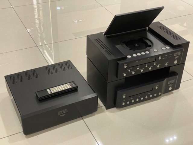 Mark Levinson - Reference Cd Transport 31.5 + Reference Digital Processor 30.5 + Power Supply PLS 330 (Sold) Mmexpo11