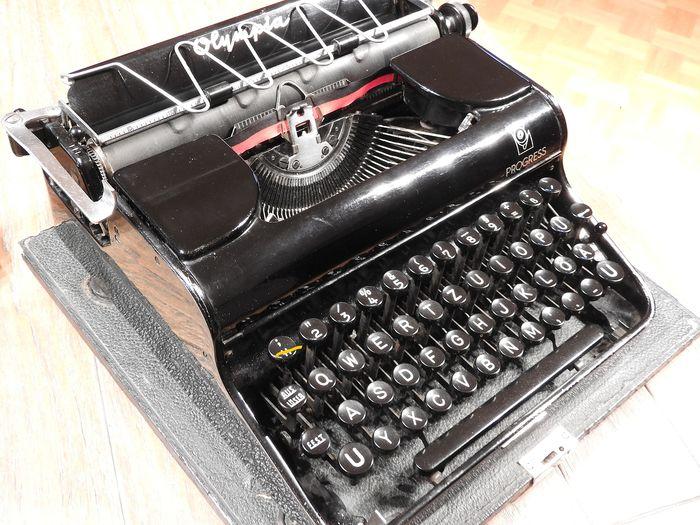 Machine à écrire 6ff51410