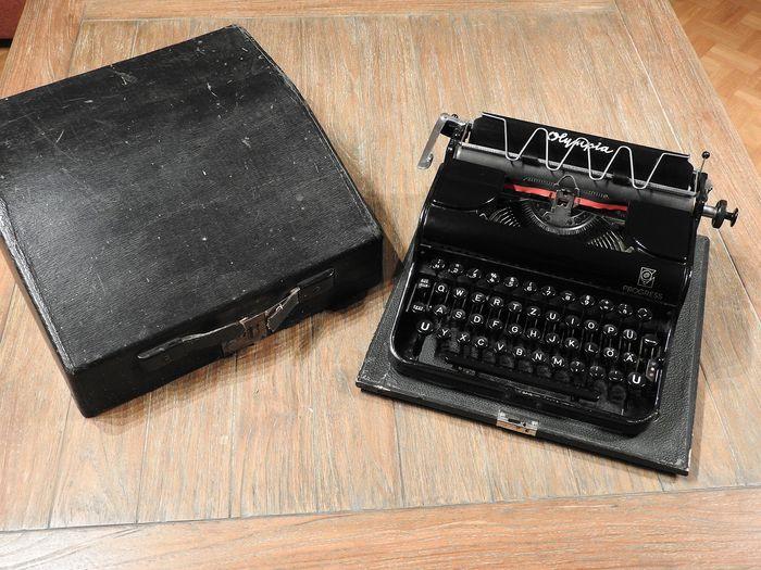 Machine à écrire B527d610