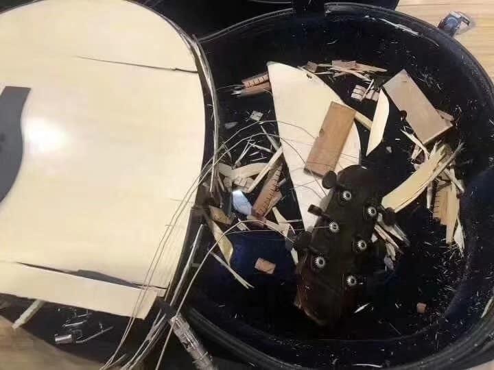 Les douanes chinoises et les guitares, ne font pas bon ménage 52113310