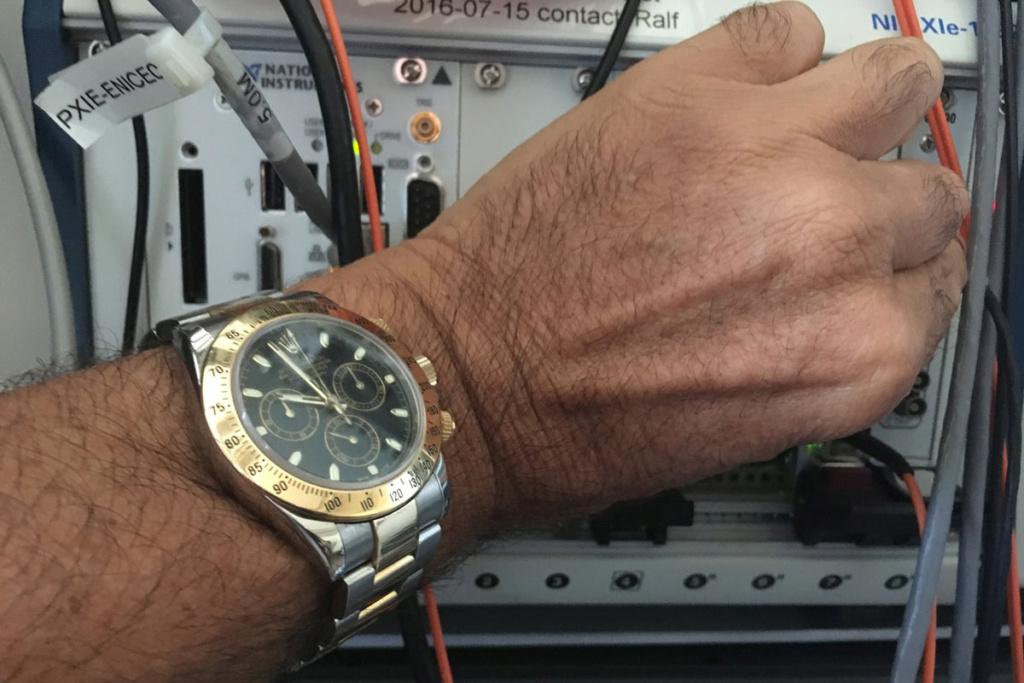 FEU de vos montres sur votre lieu de travail ! - tome 2 - Page 21 Montre10