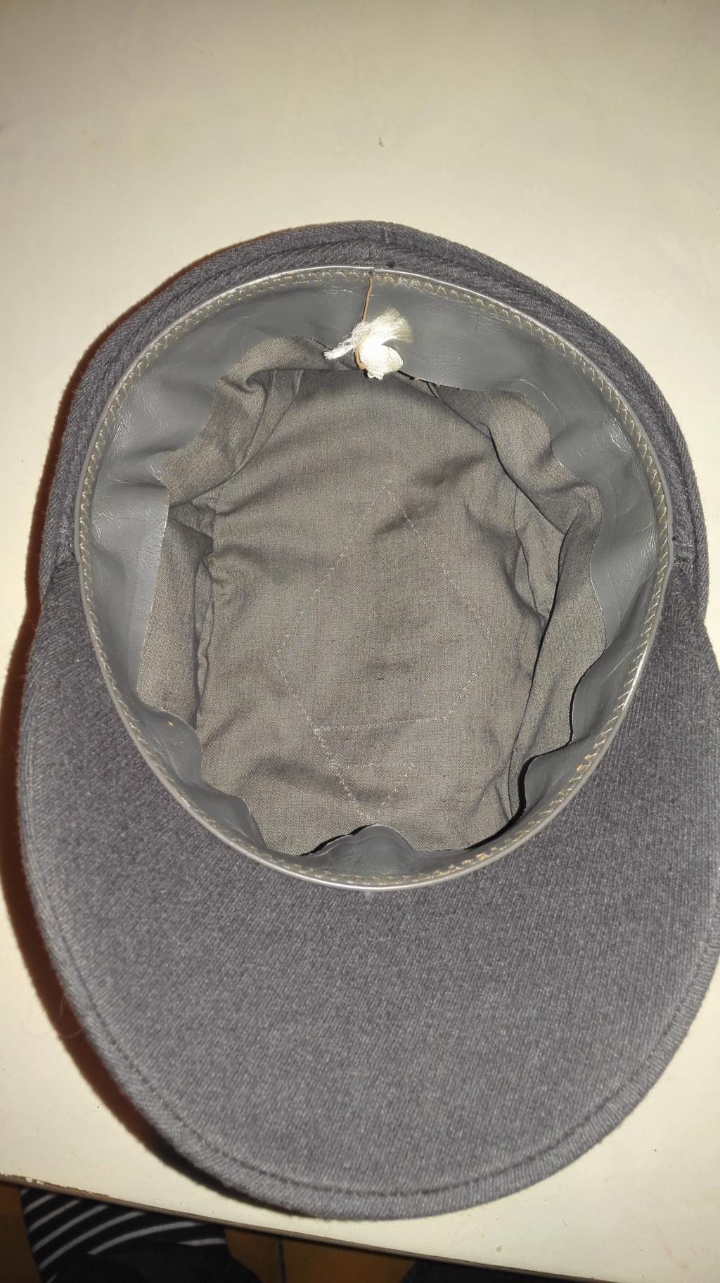 Plusieurs calots , bérets et casquettes à identifier  Img_2117
