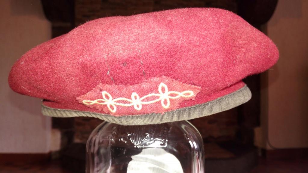 Plusieurs calots , bérets et casquettes à identifier  Img_2120