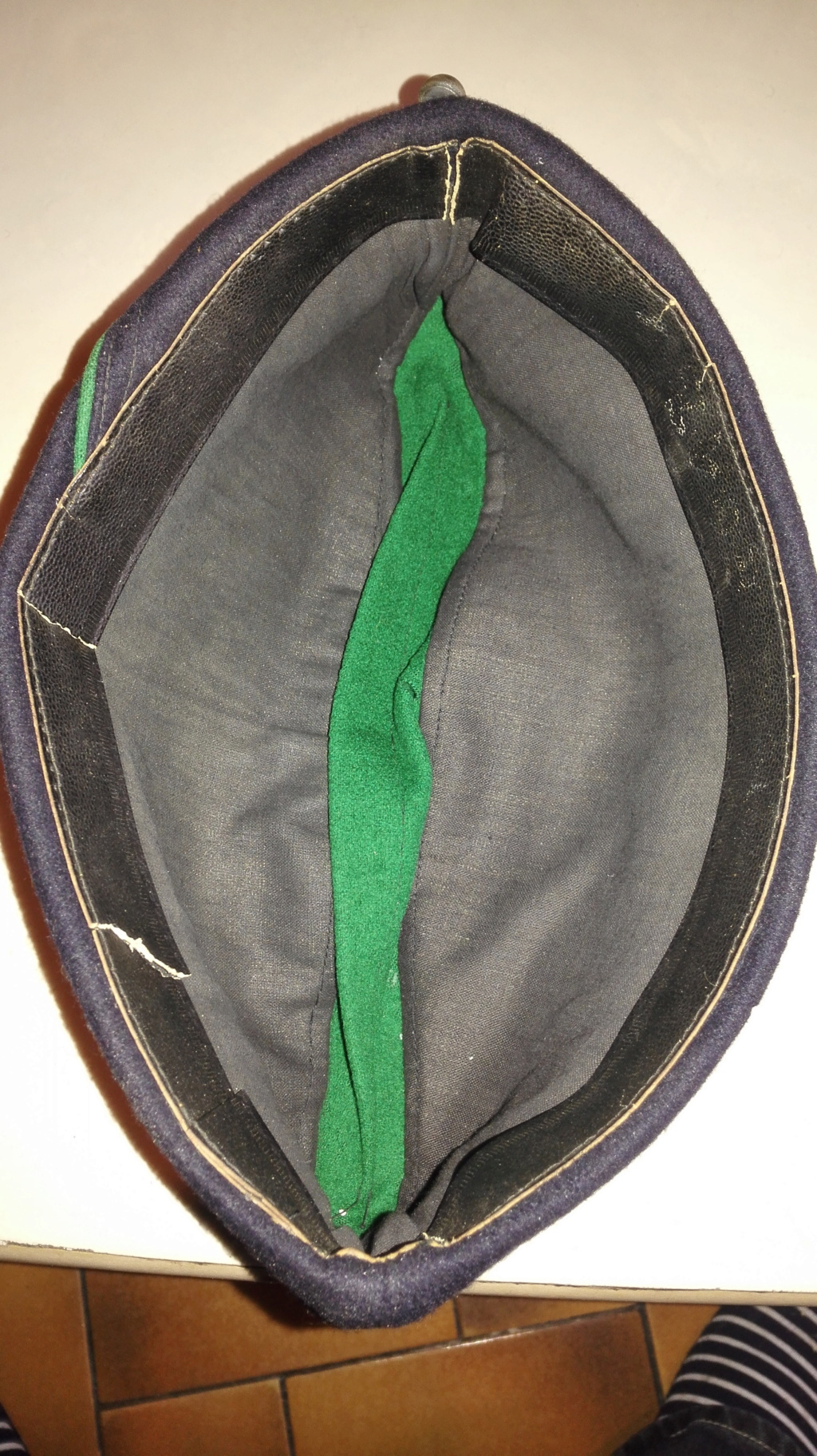 Plusieurs calots , bérets et casquettes à identifier  Img_2126