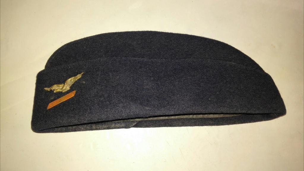 Plusieurs calots , bérets et casquettes à identifier  Img_2130