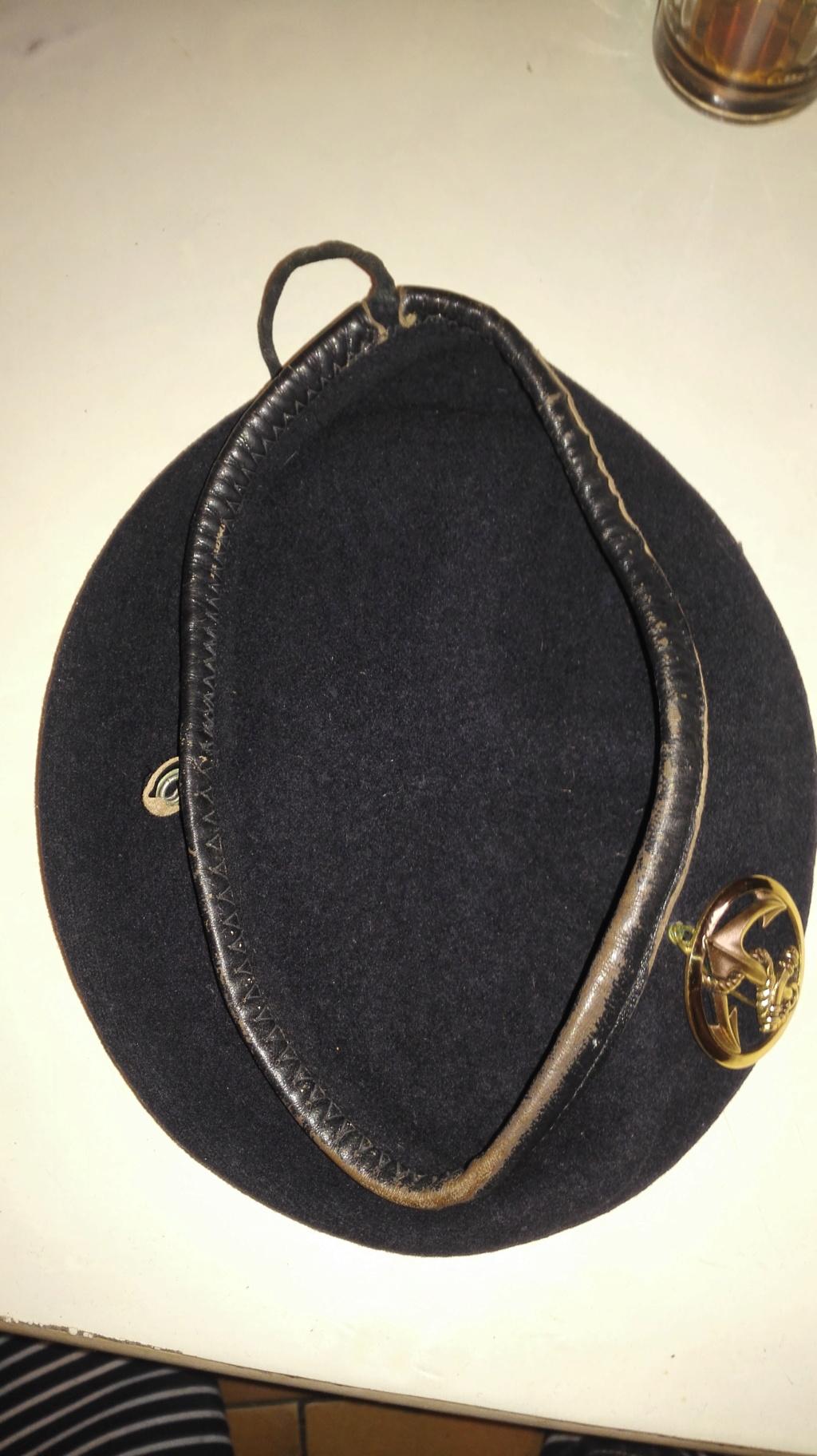 Plusieurs calots , bérets et casquettes à identifier  Img_2136