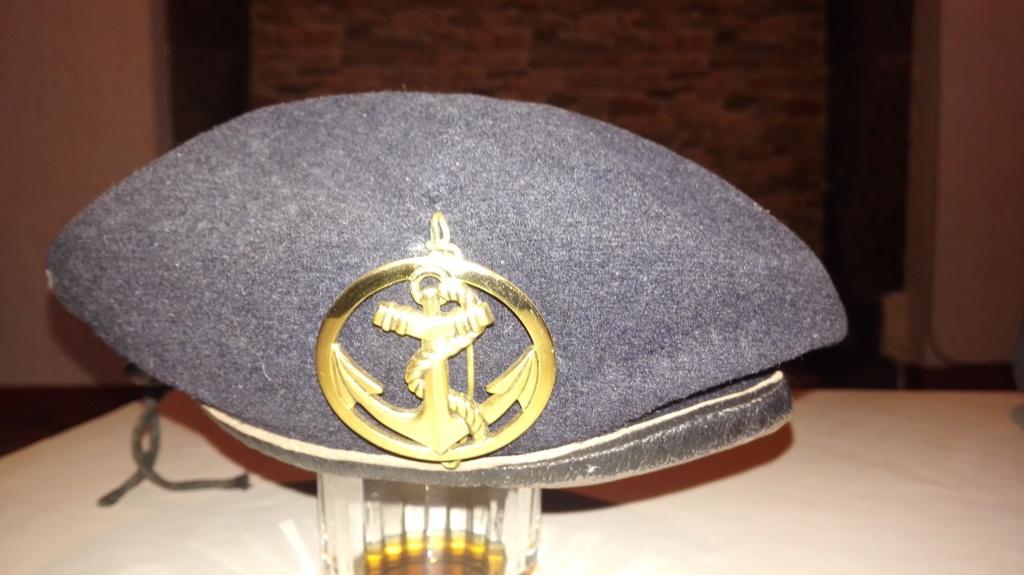 Plusieurs calots , bérets et casquettes à identifier  Img_2137