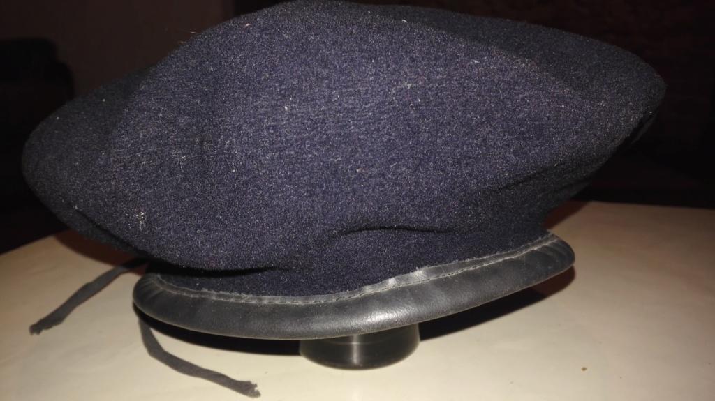 Plusieurs calots , bérets et casquettes à identifier  Img_2140