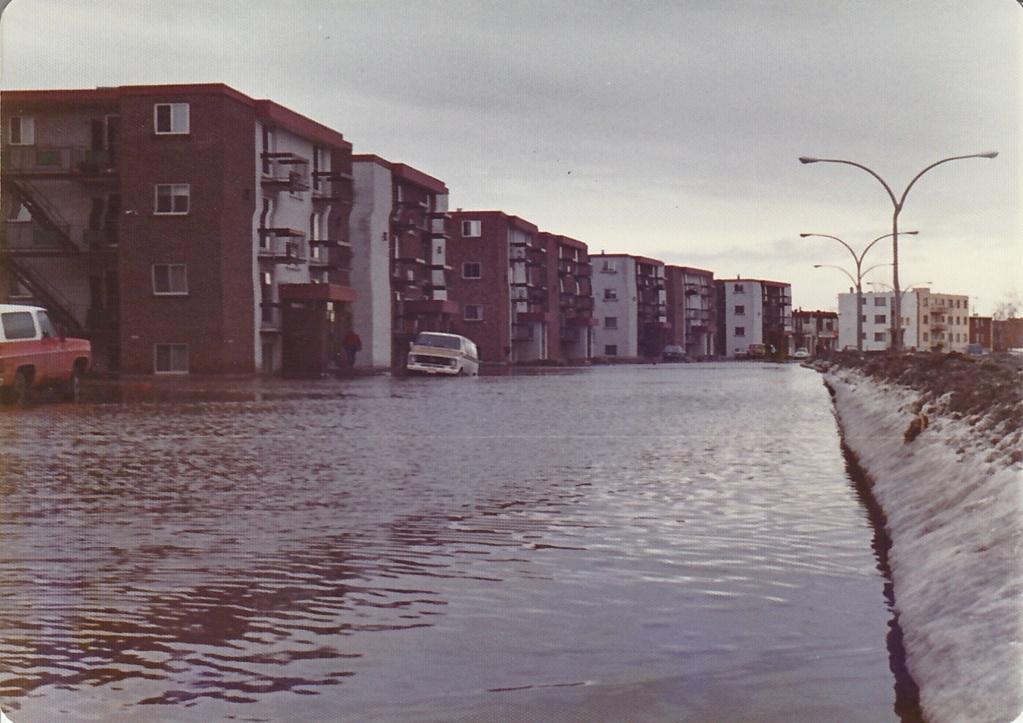 """Des scènes de """"Mafia Inc"""" tournés dans mon coin d'enfance (Pont-Viau, Laval). - Page 3 Inonda11"""