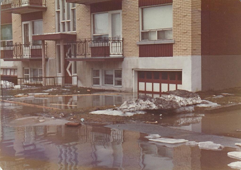 """Des scènes de """"Mafia Inc"""" tournés dans mon coin d'enfance (Pont-Viau, Laval). - Page 3 Inonda13"""