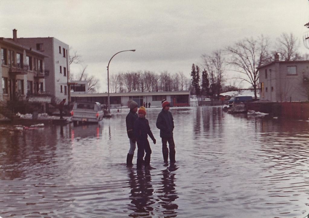 """Des scènes de """"Mafia Inc"""" tournés dans mon coin d'enfance (Pont-Viau, Laval). - Page 3 Inonda15"""