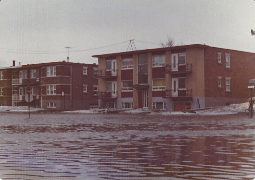 """Des scènes de """"Mafia Inc"""" tournés dans mon coin d'enfance (Pont-Viau, Laval). - Page 3 Inonda16"""