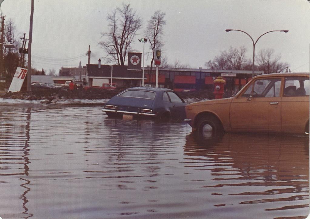 """Des scènes de """"Mafia Inc"""" tournés dans mon coin d'enfance (Pont-Viau, Laval). - Page 3 Inonda18"""