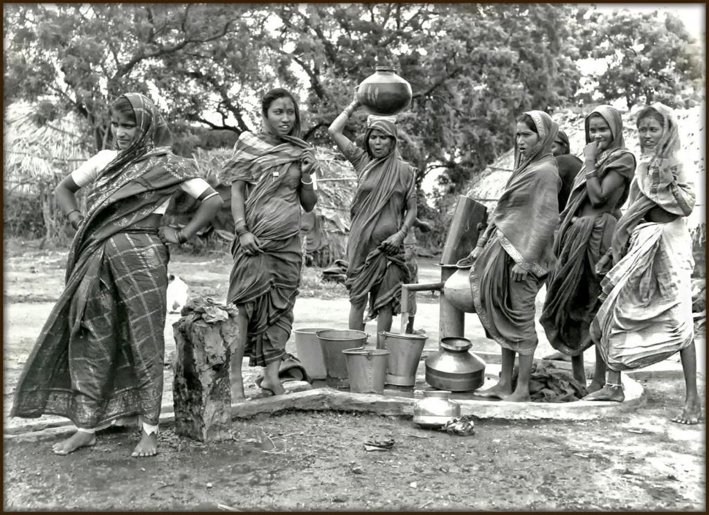 La corvée d'eau (Ellora 1982) Ellora10