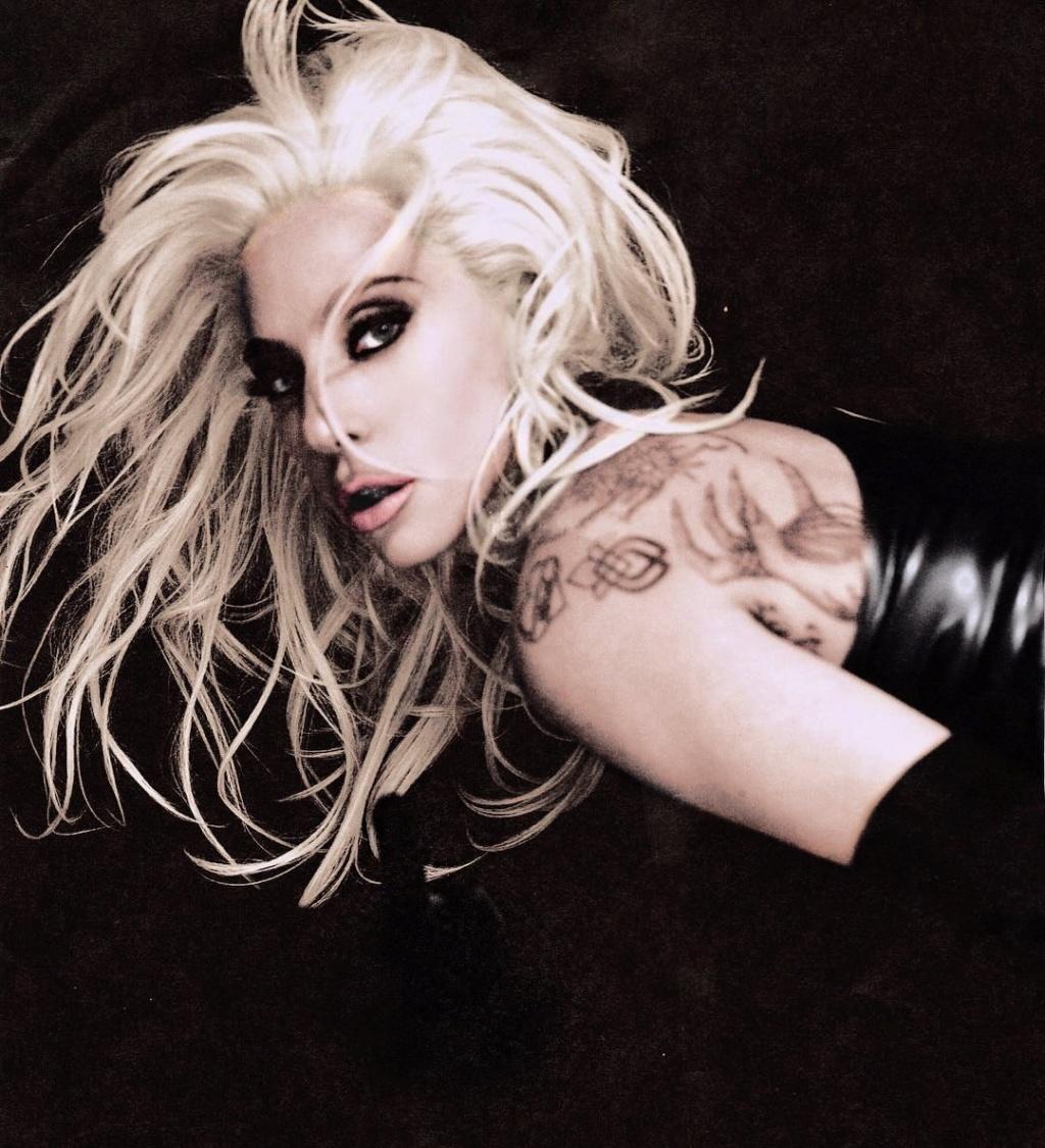 Lady Gaga >> álbum 'A Star Is Born' [II] - Página 4 Img_2141