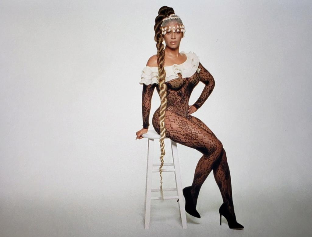 "Beyoncé >> Visual album ""Black Is King"" - Página 4 Img_2361"