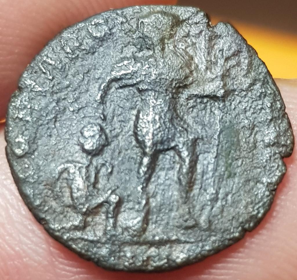AE3 de Valentiniano I. GLORIA ROMANORVM. Emperador y Cautivo. Aquilea 20200549