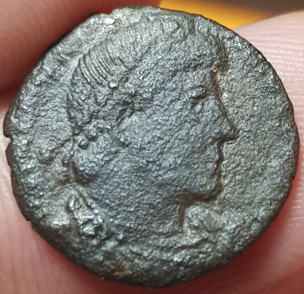 AE3 de Valentiniano I. GLORIA ROMANORVM. Emperador y Cautivo. Aquilea 20200550