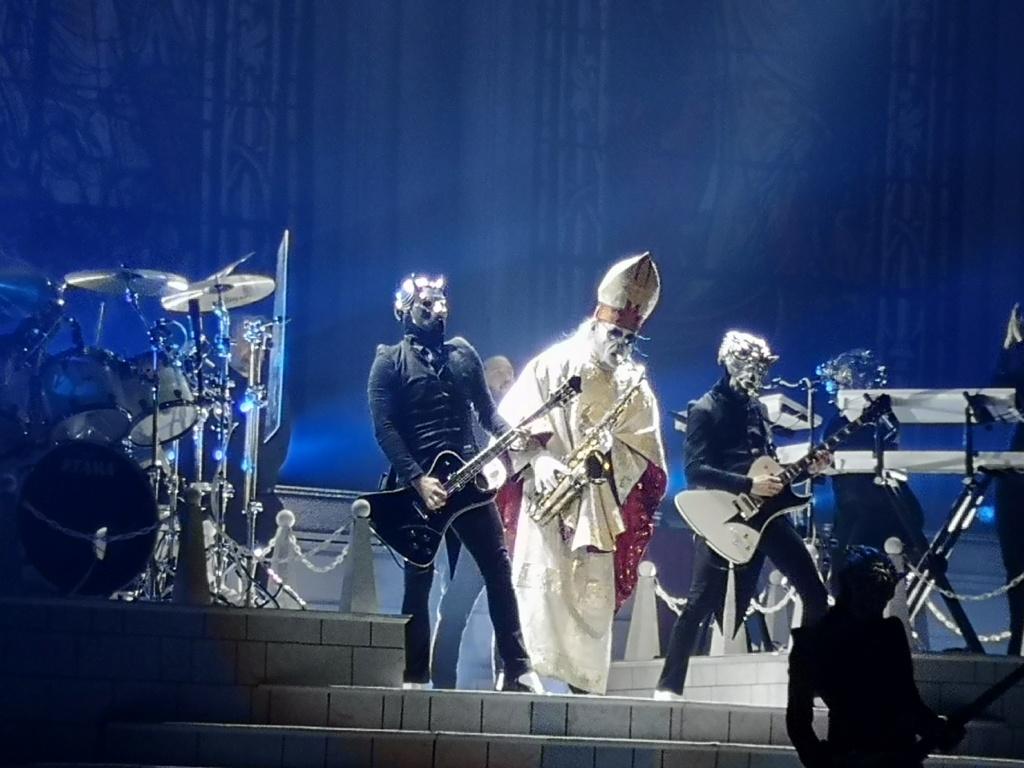 Papa Emeritus y sus discípulos reparten misas oscuras - Página 11 Img_2043