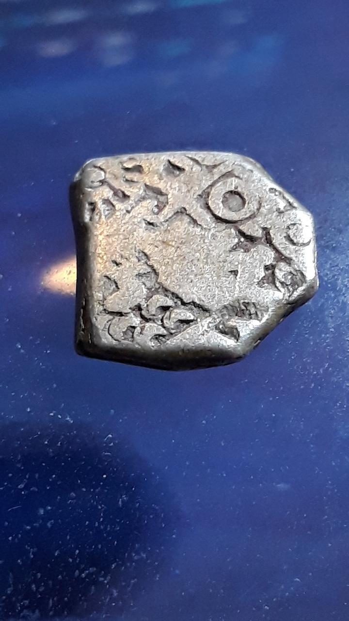 Karshapana, período Mauryan, G/H-Seies VIb-570. 2019-726